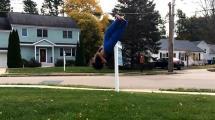 Video:10-yasindaki-cocuktan-uclu-salto