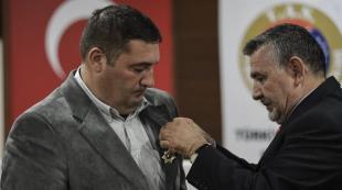 Evini şehit ailesine bağışlayan Dal a madalya
