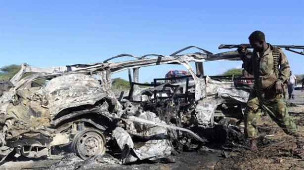 Somalide intihar saldırısı: 12 ölü