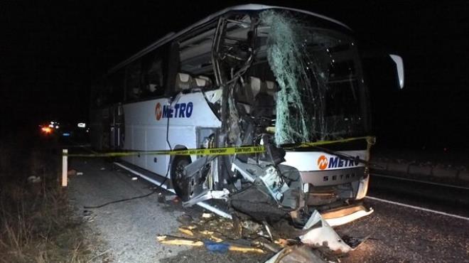 Yolcu otobüsü kamyona çarptı: 1 ölü