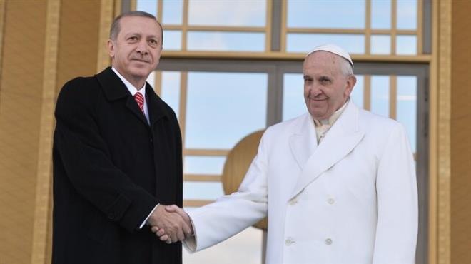 İlk konuk Papa