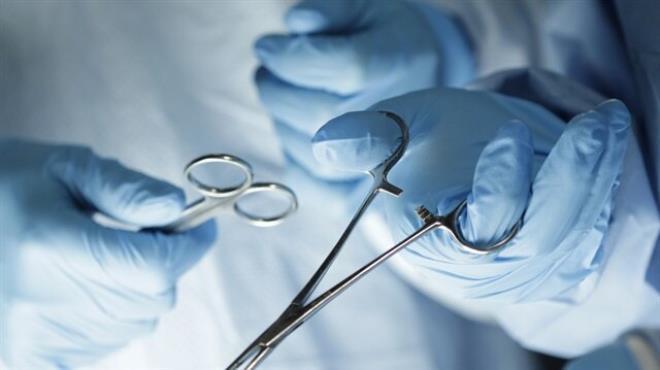 Ameliyat sırasında atar damarı kesildi