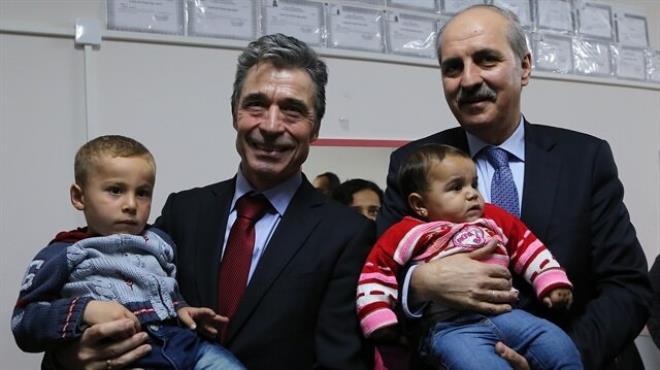 Kurtulmuş ve Rasmussen mülteciler arasında