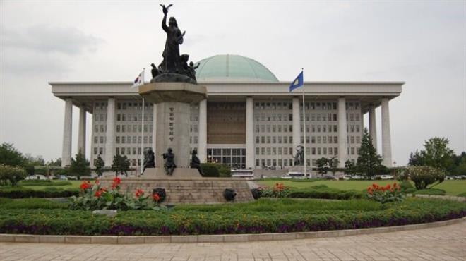 Anayasa Mahkemesi muhalefet partisini kapattı