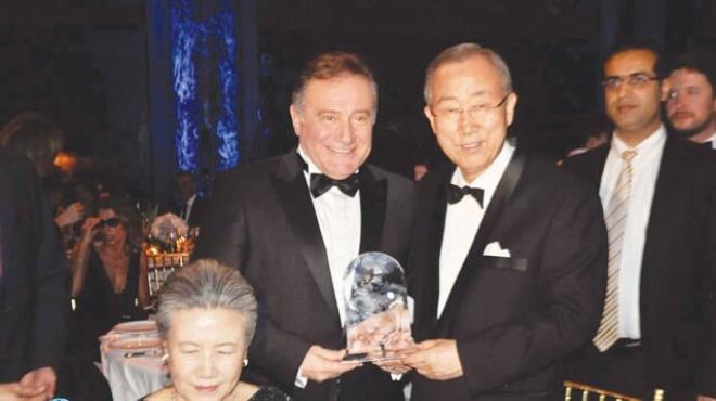 BM Eğitime Katkı Ödülü  Enver Yücel'in