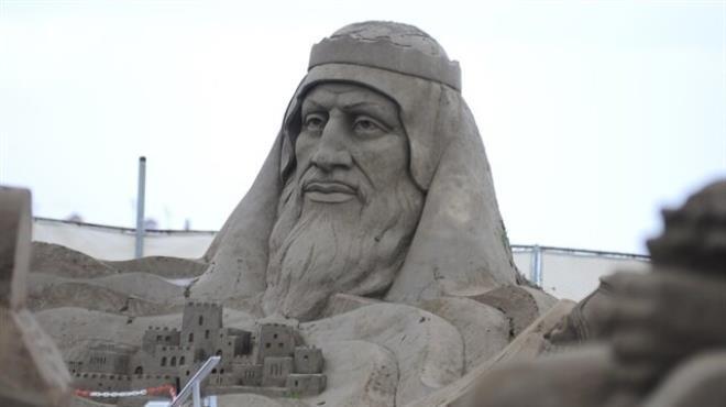 10-bin-ton-kum-kullanilarak-yapilan-heykeller