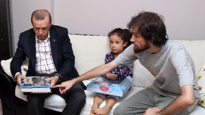 Cumhurbaşkanı Yeni Şafak Şehidi Cambaz'ın ailesini ziyaret etti