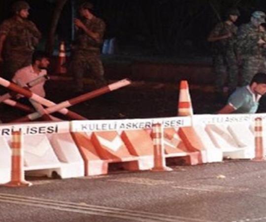 3.8 Coup makers take people hostage in Çengelköy