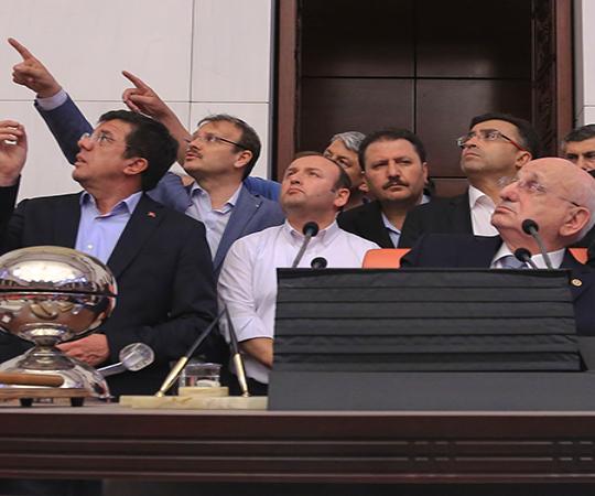 4.4. Депутаты собираются в Великом Национальном Собрании Турции