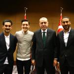 Cumhurbaşkanı Erdoğan, Londra'da Türk futbolcularla buluştu