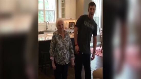 Süper babaanne ile torunu sosyal medyayı salladı