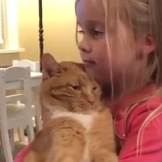 Kediler gibi şımartılmaya ihtiyacım var