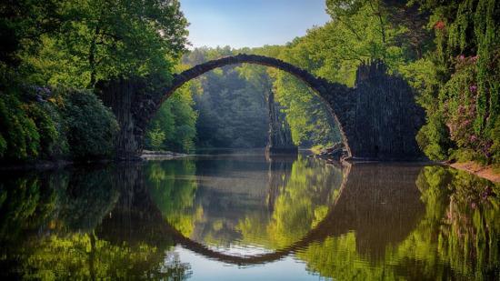 Şeytan Yansıması: Rakotzbrücke Köprüsü