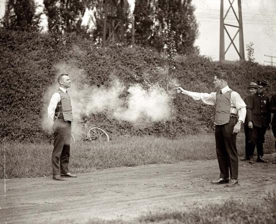 Çelik yeleklerin ilk kez denenmesi, 1923