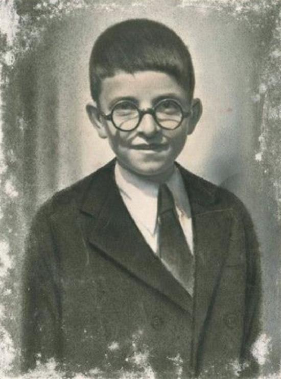 Zeki Müren'in çocukluğu, 1939