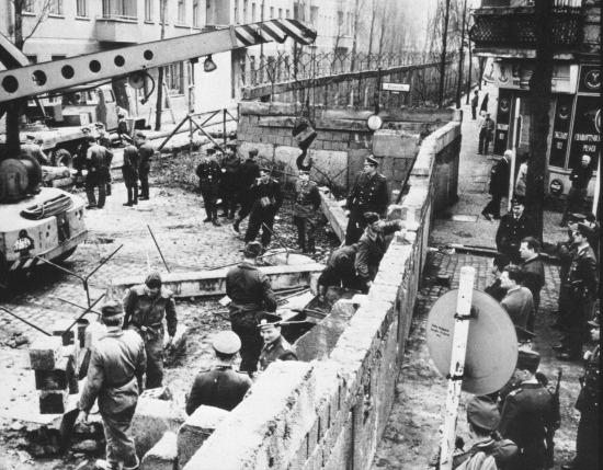 Berlin Duvarı inşa edilirken, 1961