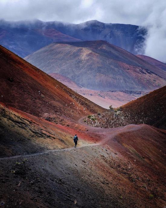 Hawaii'deki Haleakala Krateri'ne kayan kum izleri