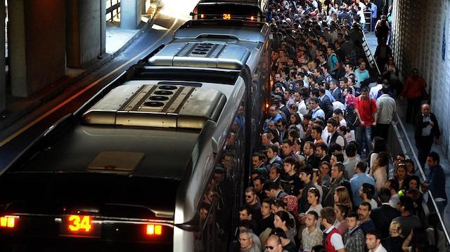 Metrobüs her gün milyonları taşıyor