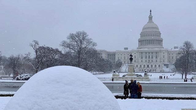 ABD kar fırtınasına teslim: 100'den fazla uçak seferi iptal oldu