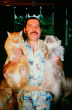 Tam anlamıyla bir kedisever olan Mercury, bir dönem evinde 10 kedi besliyordu. Öyle ki, Deliah şarkısını da onlara ithaf etmişti.