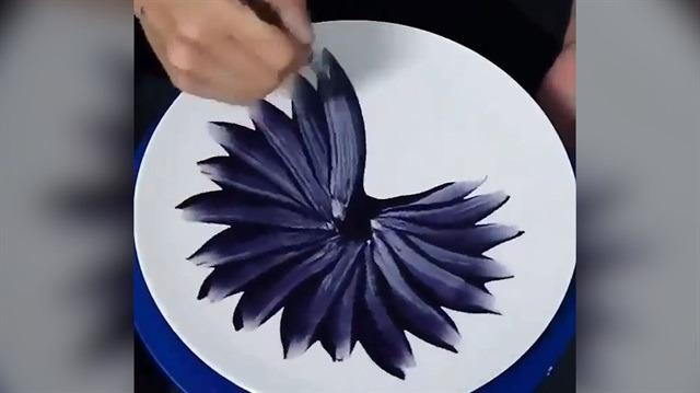 Seramik tabak boyanırken hipnoz olacaksınız