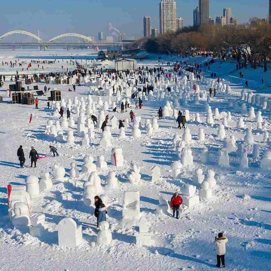 Çin'de kar festivali için '2 bin 19' kardan adam