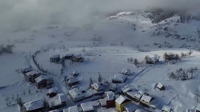 İstanbul kara hasretken, 2 bin rakımlı yaylada kar manzarası