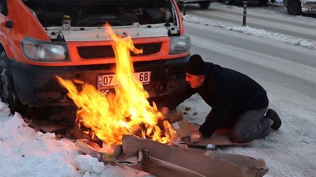 Donan motoru ısıtayım derken az daha aracını yakıyordu