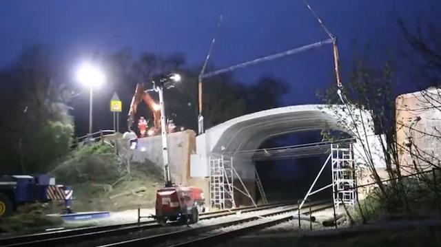 Köprünün yıkılıp yeniden yapılması için sadece 36 saatleri vardı