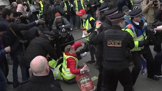 Sarı Yelekliler Londra'da hükümeti istifaya çağırdı
